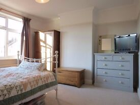 2 BEDS PROPERTY WITH GARAGE AND FREE PARKING IN WORPLE ROAD IN WIMBLEDON SW19!!1