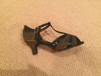 Topline ballroom dance shoe