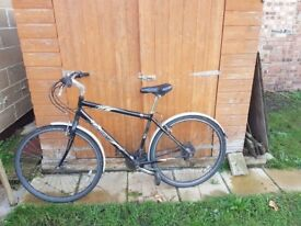 Ammaco Gents Hybrid Bicycle in good working condition