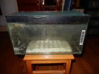 Used aquarium 45.5 x 25 x 26 cm with mesh lid (used for reptiles)