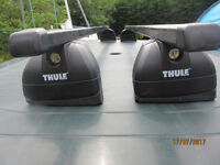 HYUNDAI I30 THULE ROOF BARS COMPLETE IN GOOD CONDITION (THULE PART NOS 3119 761 & 753)