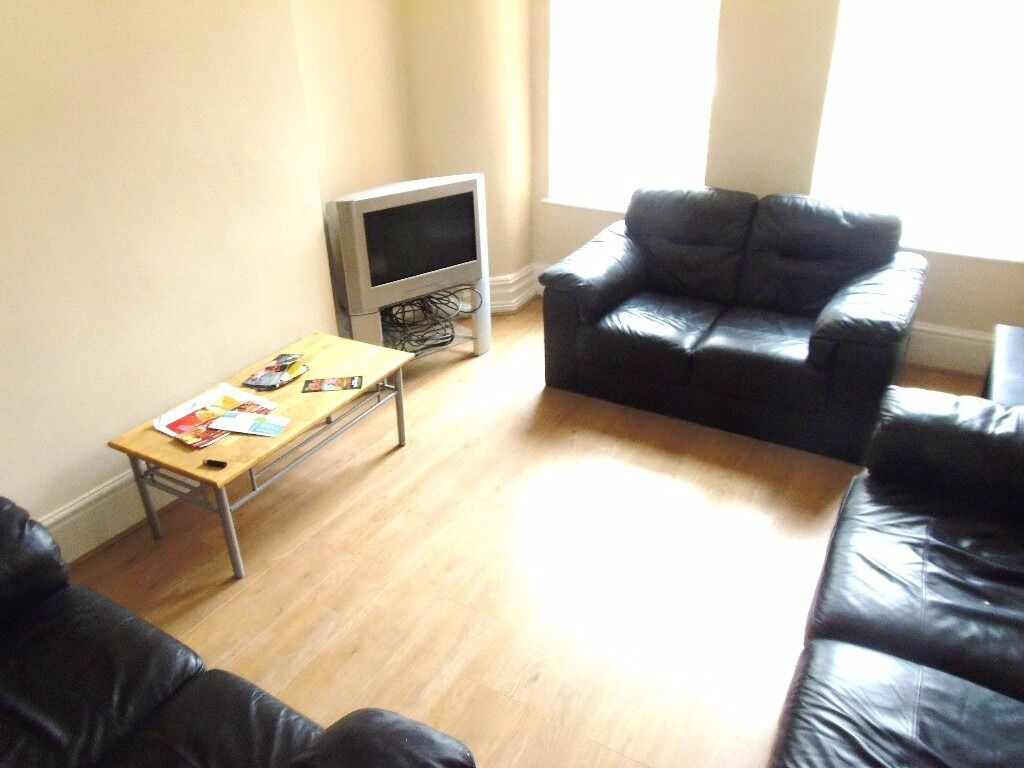 1st July 17 - 5 DOUBLE Bed House Lombard Grove Fallowfield 5 x £368.33pcm FREE TV & TV LICENCE!