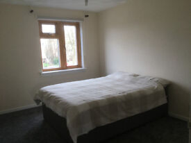 Double room in the heart of Lee. Bills included.