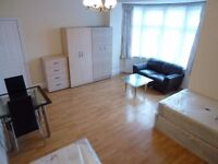 MASSIVE DOUBLE / TWIN ROOM TO RENT IN BRENT CROSS (NORTHERN LINE) - ZONE 3 - ALL BILLS INCLUDED
