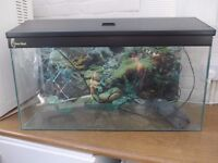 Tropical fish tank with lid and various accessories