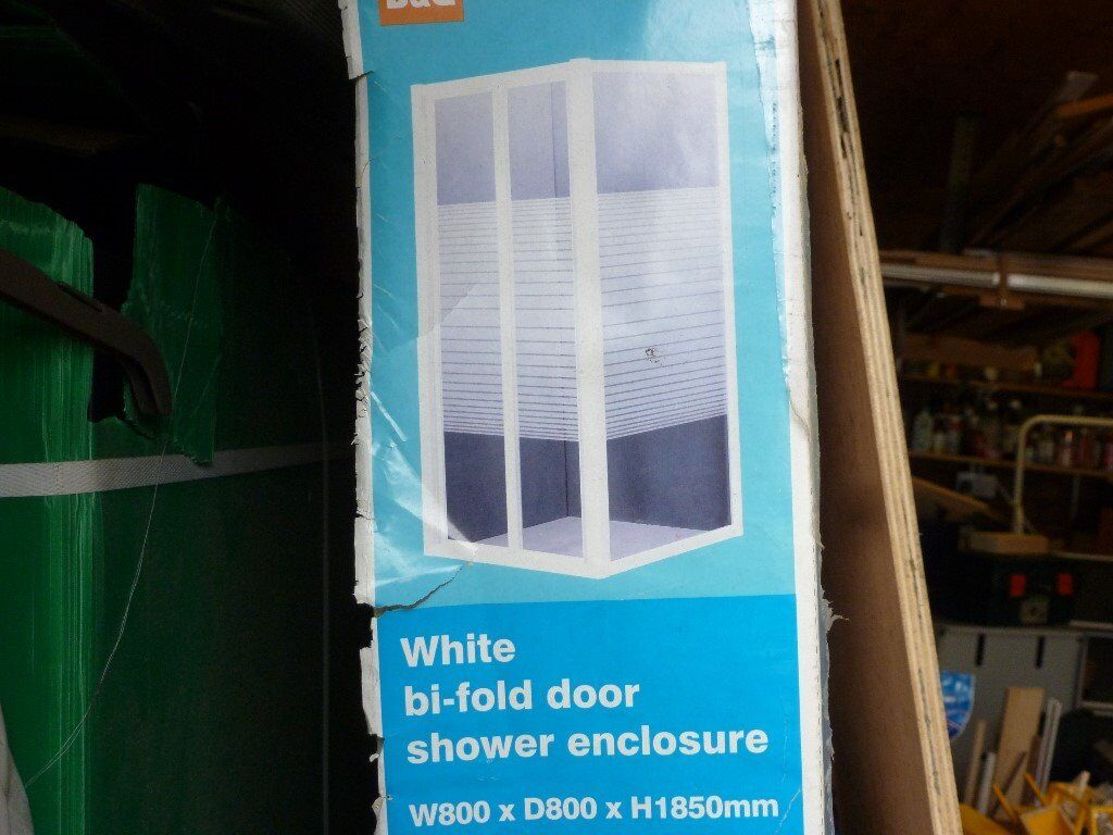 New unused 800mm X 800mm Bi-Fold Shower enclosure
