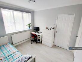 1 bedroom in Elbury Drive, London, E16 (#1089962)