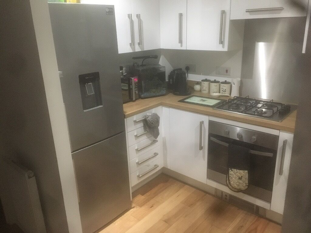 2 bedroom house in maidstone kent. house share 2 bedroom living with myself in maidstone kent b