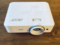 Acer H6521BD Projector - 3500 Lumens, 10000:1 Contrast ratio - Mint Conditionon