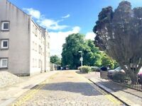 LARGE TOP FLOOR 4 BEDROOMED FLAT IN OLD ABERDEEN NEAR TO UNIVERSITY AND CENTRE