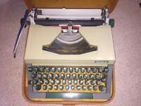 Erika 14 Typewriter type writer German 1960