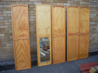 5 FITTED DOORS . WARDROBE MIRRORED ONE . GOOD CONDITION . £35 / CAN DELIVERY . FEE.