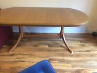 Dining room table extending in good condition