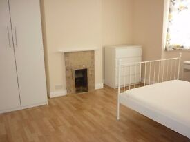 Brilliant double room,zone 3, 2 min walk to Mitcham eastfields railstation,parking, bills&wifi incl