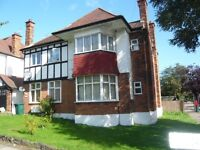 LOVELY BRIGHT SPACIOUS 3 BEDROOM, 2 BATHROOM GROUND FLOOR FLAT WITH USE OF GARDEN
