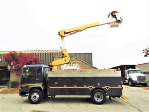 2004 GMC T7500 Only 83509km,clean bucket truck,16ft service body
