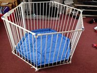 Baby safety guard/ pen: Lindam Safety Play Pen / Guard