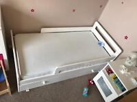 Children's toddle bed
