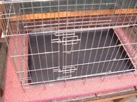 SMALL DOG CRATE< SUITABLE FOR SMALL DOGS AND PUPPIES