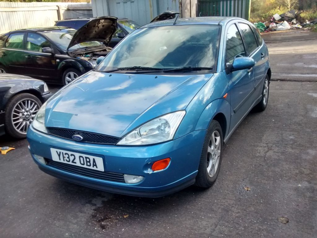 2001 Ford Focus Mk1 1 8 Zetec 5dr Light Sapphire Blue Breaking For Spares In Shirley West