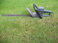B & D GT231 HEDGE TRIMMER------SPARES OR REPAIR