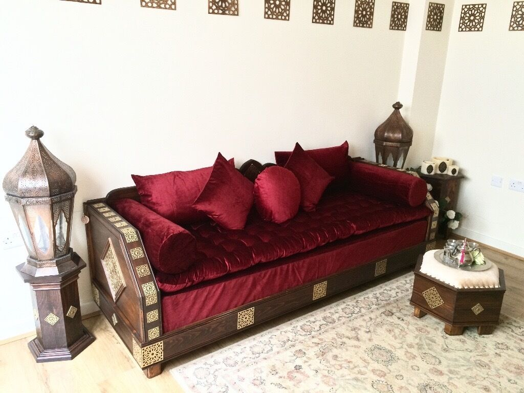 Moroccan sofa luxurious moroccan sofa bench daybed 3 for Moroccan living room furniture 02