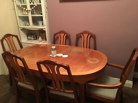 Dining table with 4 chairs and 2 carvers