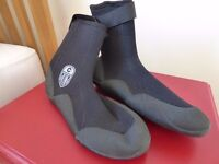 Pair of Skins Wetsuit booties size 7 - never worn