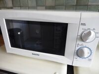 Sanyo 800W 20L White Microwave - Collection Only