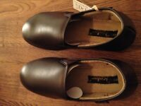 Men's quality slippers size 8 (brown faux leather)