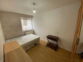 Double Room Available in Mile End *.*