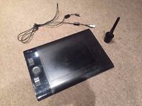 INTUOS 4 GRAPHICS TABLET. Medium size. Used. Working.