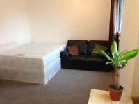 MILE END, ZONE 2, DOUBLE ROOM FOR A COUPLE OR 1 PERSON