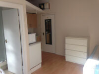 034K-FULHAM- MODERN DOUBLE STUDIO,SINGLE PERSON,FURNISHED, BILLS INCLUDED - £200 WEEK