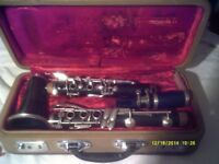 A CHEAP CLARINET with MOUTHPIECE & In a CASE . £ 100 .++++++++