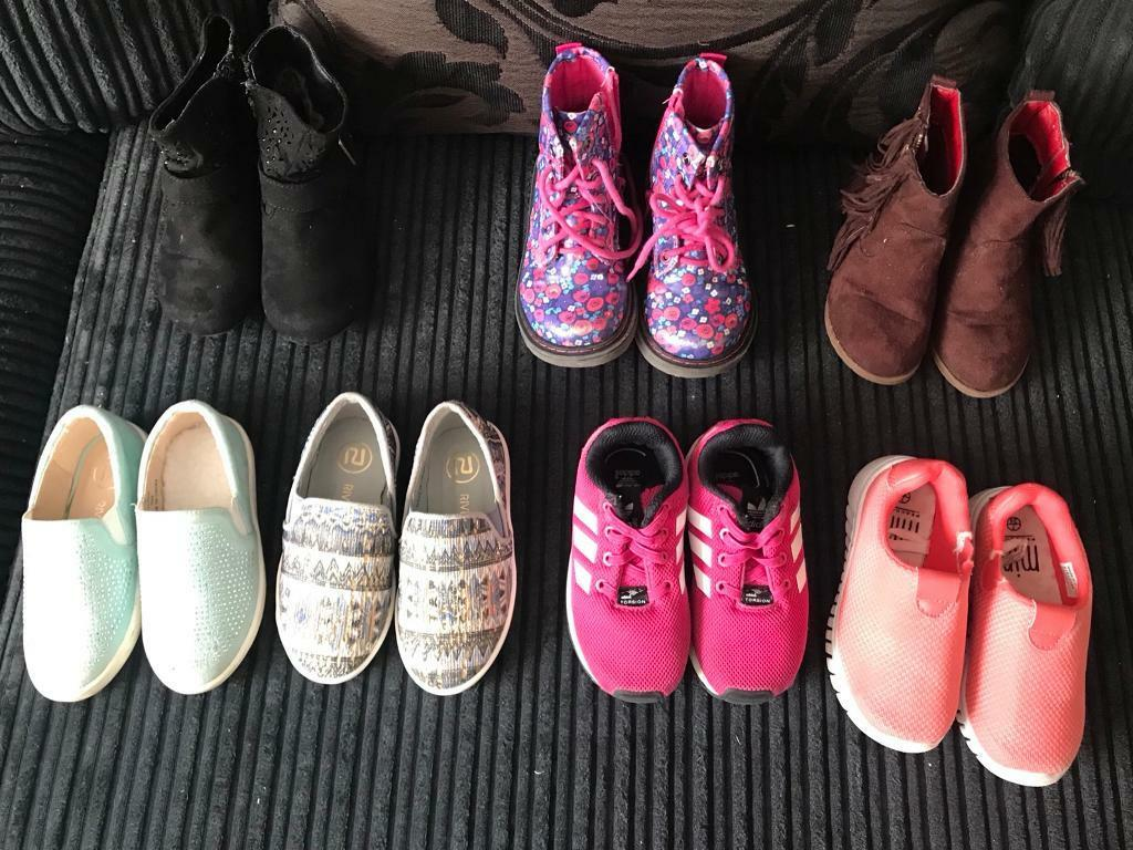 Size 7 toddler shoes. £2 a pair!!