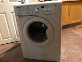 Indesit 8kg washing machine for sale ( under 6 months old)
