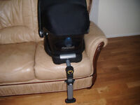 Maxi Cosi Group 0+ Car Seat and ISOfix Base From Newborn