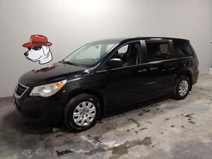 2010 Volkswagen Routan Trendline ***FINANCING AVAILABLE**