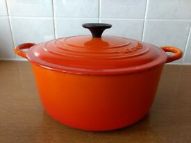 Le Crueset large 24cm cast iron orange casserole dish