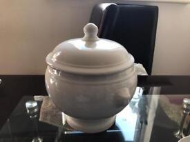New Glossy White Pot