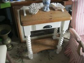 MODERN SOLID PINE SMALL OCCASSIONAL TABLE / WASHSTAND. VERSATILE LOCATION USAGE. VIEW/DELIVERY POSS