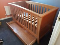Mamas & Papas Ocean Cot bed & changing unit/drawers.