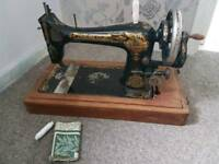 Singer sewing machine working antique hand crank 1905 shuttle