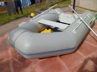 Strong inflatable Dingy with Yamaha 4Hp outboard engine with pump,oars,and life jackets