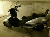 Suzuki Burgman 400cc Year 2000