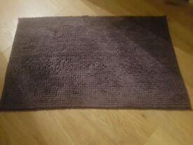 Bathroom mat £5