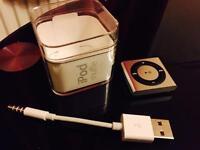 iPod Shuffle Silver 2GB - Pristine Condition