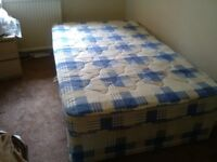 Small double bed(4ft)
