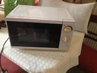 700W Microwave Oven